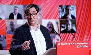Ministro da Saúde espanhol abandona Governo para ser candidato socialistas a eleições catalãs