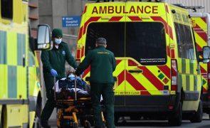 Covid-19: Reino Unido regista 592 mortes e sinais de desaceleração da última vaga