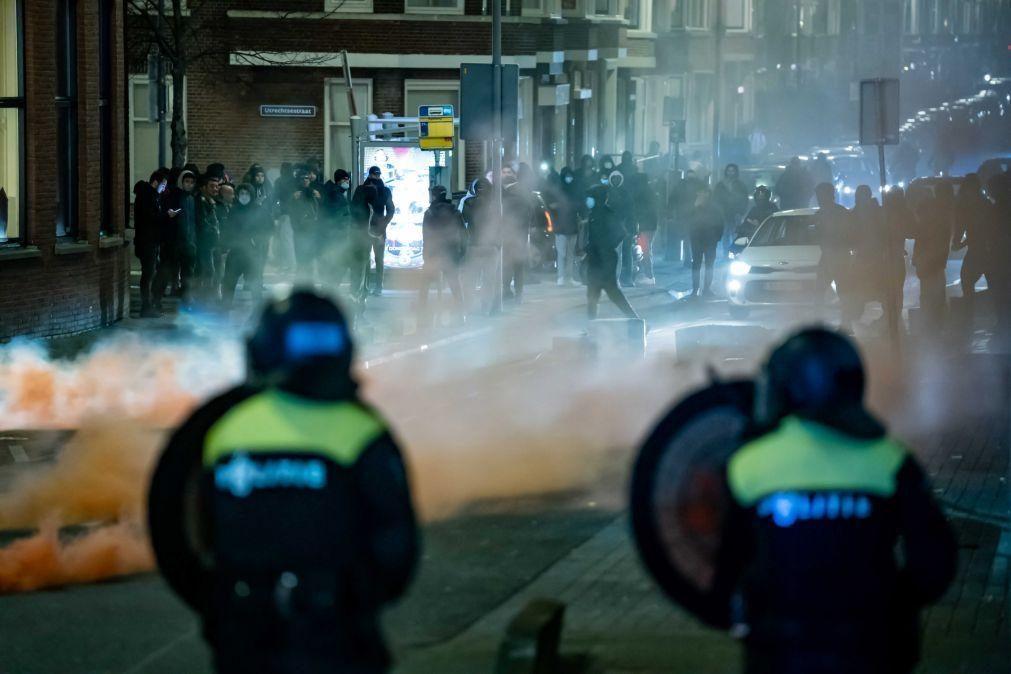 Covid-19: Países Baixos com segunda noite de confrontos após imposição do recolher obrigatório
