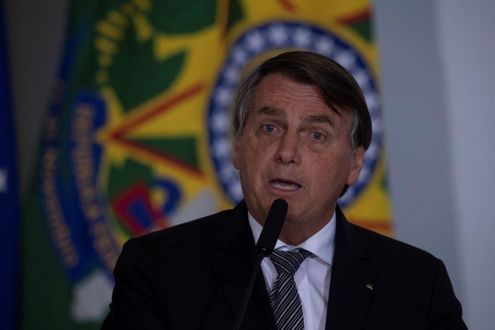 Covid-19: Bolsonaro diz que China enviará 5.400 litros de ingredientes para vacina