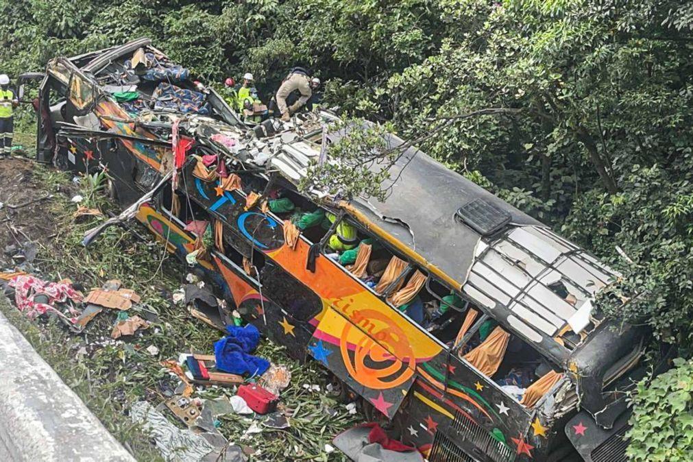 Autoridades do Brasil corrigem para 19 número de mortos em acidente de autocarro