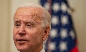 Joe Biden diz que EUA estão próximos de imunidade de grupo até ao verão