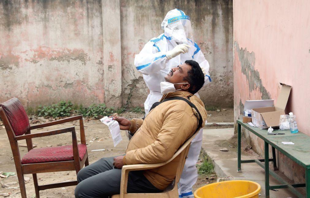 Covid-19: Índia regista nove mil casos num dia, valor mais baixo em sete meses