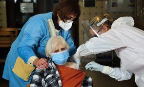 Covid-19: Carta aberta defende prioridade na vacinação dos maiores de 80 anos