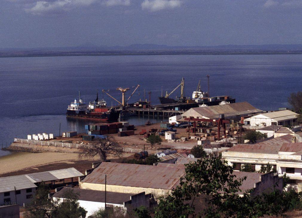Navio chinês zarpa ilegalmente do norte de Moçambique com madeira contrabandeada - autoridades