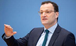 Covid-19: Alemanha admite restrições nas exportações de vacinas da UE