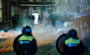 Covid-19: Pelo menos 184 detidos em distúrbios contra o confinamento na Holanda