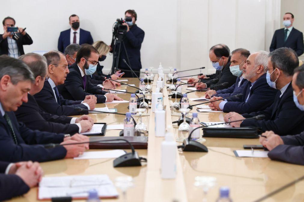 Moscovo e Teerão pedem que se salve acordo sobre o nuclear iraniano