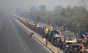 Agricultores contra o governo indiano tentam ocupar o centro de Nova Deli