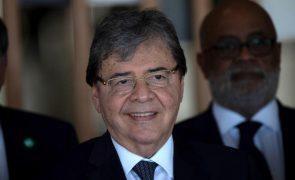 Covid-19: Ministro da Defesa da Colômbia morre infetado