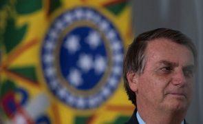 Covid-19: Presidente do Brasil incentiva investidores estrangeiros e garante reformas