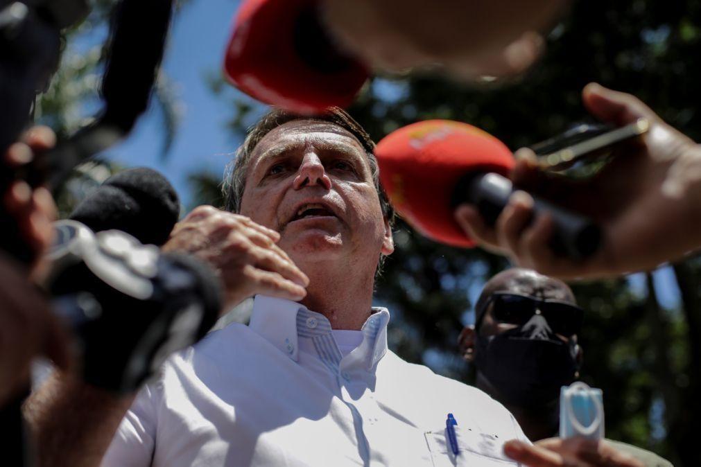 Covid-19: Bolsonaro muda discurso e passa a defender vacinas