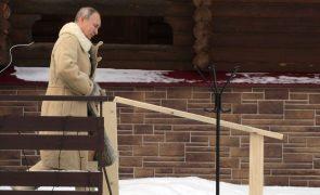 Putin defende