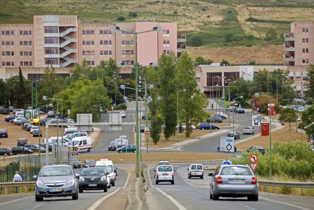Covid-19: Amadora-Sintra transfere 31 doentes mas nega colapso na rede de oxigénio