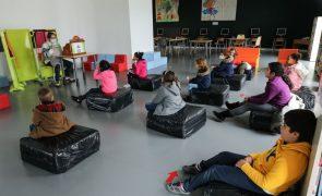Covid-19: Filhos de profissionais de funções essenciais preenchem vazio em escola de Oeiras