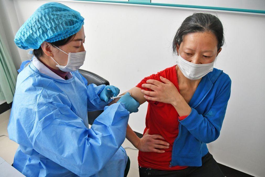 Covid-19: Mais de 22 milhões de pessoas já receberam vacina na China