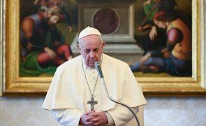 Papa diz que é preciso recordar o Holocausto porque