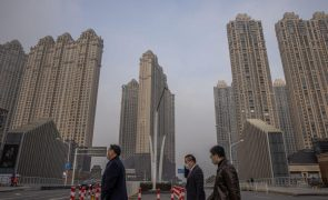 Covid-19: Familiares de vítimas na China pressionadas a não falar com OMS