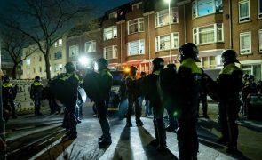 Covid-19: Polícia na Holanda deteve 131 pessoas em distúrbios contra o confinamento