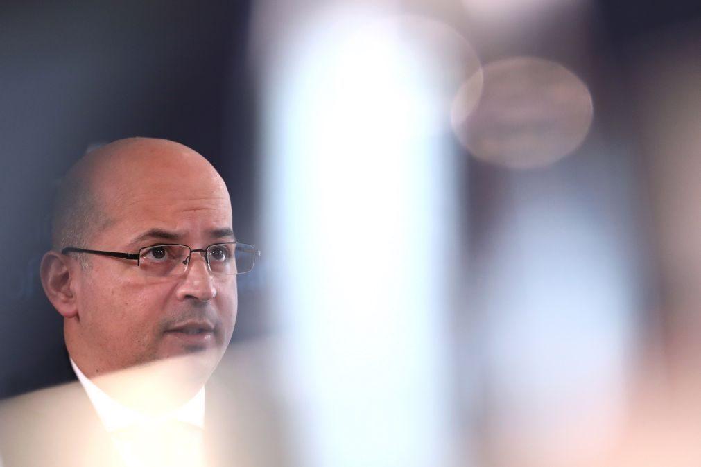 OE2021: Ministro das Finanças admite revisão em baixa do défice e cenário macroeconómico