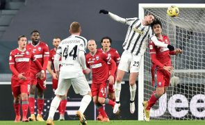 Juventus, sem Ronaldo, bate secundária Spal e apura-se para as 'meias' da Taça