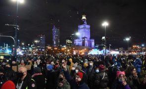 Polónia: Protestos populares  contra acórdão que limita drasticamente o aborto