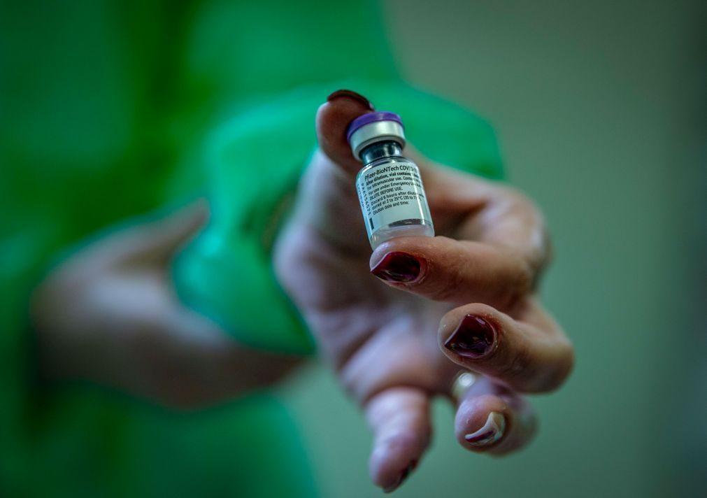 Associação denuncia vacinação de funcionários não prioritários no INEM, que rejeita acusações