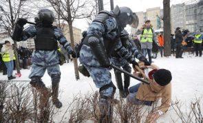 Navalny: Próximos do opositor russo detidos em vésperas de novos protestos