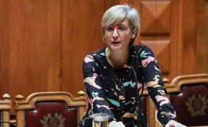 Ministra da Saúde critica partidos que utilizam a