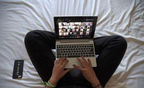 Covid-19: Escolas aguardam ordens do Governo para retomar ensino 'online'