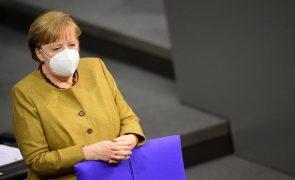 Covid-19: Alemanha vai reunir com farmacêuticas para clarificar distribuição
