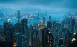 Covid-19: Economia de Hong Kong contrai 06% em 2020