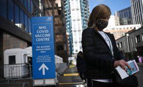 Covid-19: Reino Unido regista 1.245 mortes e celebra duas novas vacinas