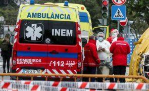 Covid-19: Número de ambulâncias a chegar ao Santa Maria baixou significativamente