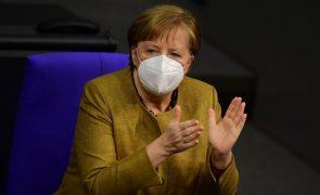 Covid-19: Merkel garante que creches e escolas serão as primeiras a reabrir