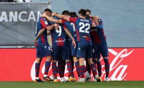 Real Madrid perde em casa e abre caminho para a fuga do líder Atlético