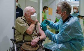Covid-19: Alemanha quer deixar idosos fora das prioridades na vacina da AstraZeneca
