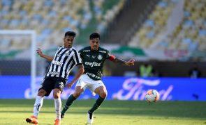 Palmeiras, de Abel Ferreira, vence Taça Libertadores com golo aos 90+9 minutos