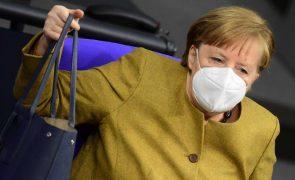 Covid-19: Merkel reúne-se com farmacêuticas para discutir fornecimento de vacinas