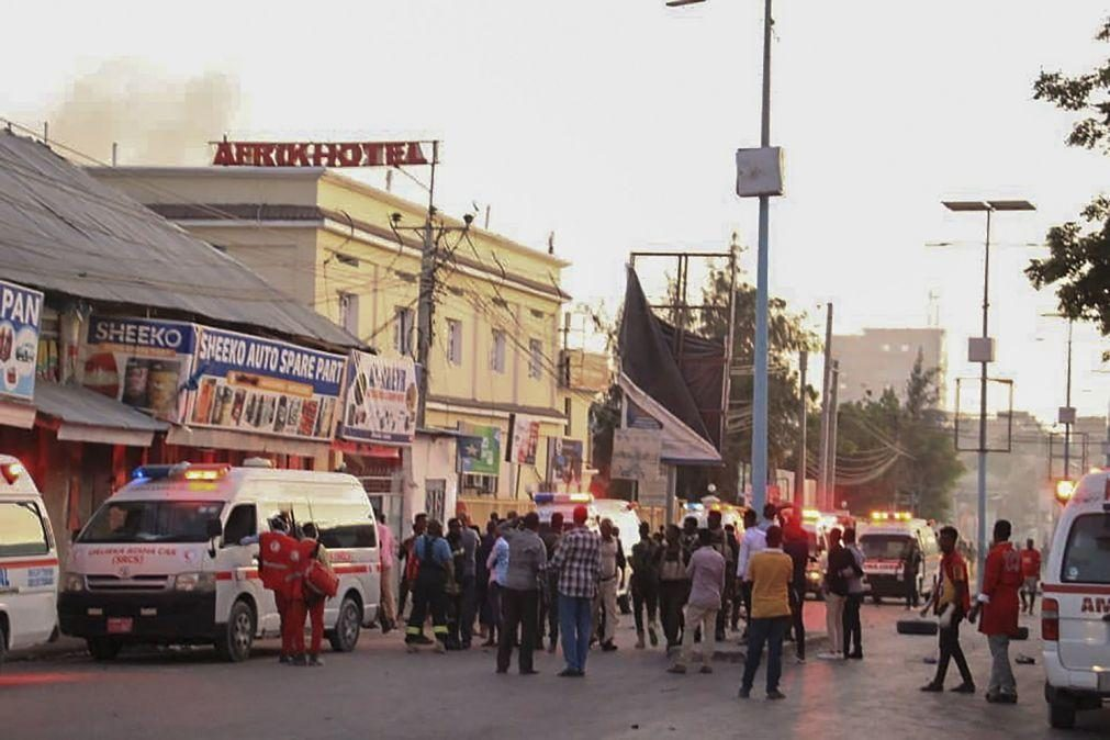 Pelo menos três mortos em ataque a hotel no centro da Somália