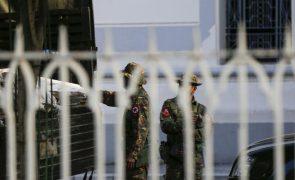 Exército de Myanmar declara estado de emergência e assume controlo do país
