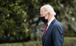 Covid-19: Biden negoceia com oposição pacote de ajuda de emergência nos EUA