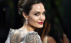 Quadro de Winston Churchill vai ser vendido por Angelina Jolie na Christie's