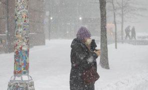 Tempestade cobre de neve Nova Iorque e todo o nordeste dos EUA