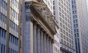 Wall Street fecha em alta com otimismo a impor-se à especulação