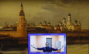 Navalny: Opositor vai hoje a tribunal e há apelos a novos protestos exigindo libertação