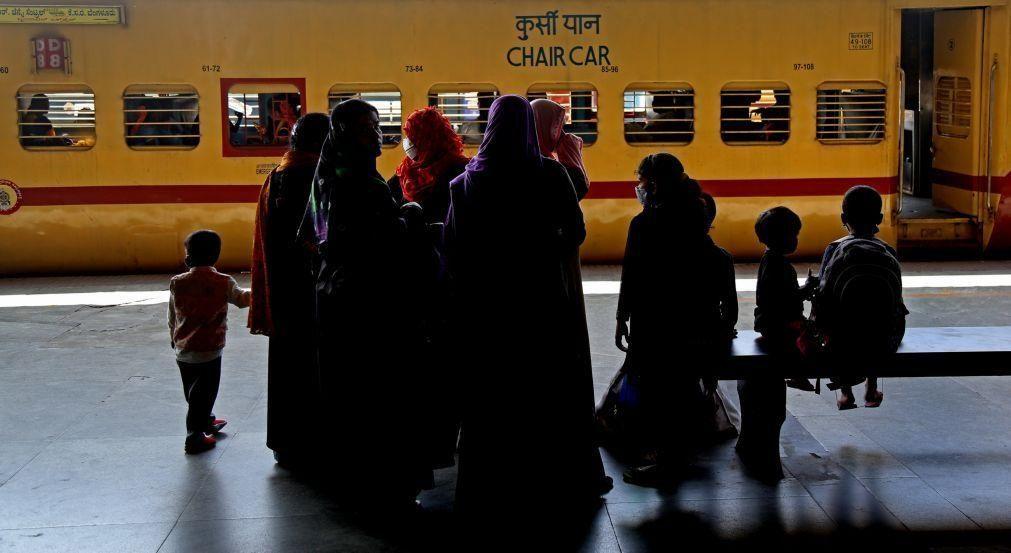 Covid-19: Índia com 94 mortes e oito mil novos casos, valor mais baixo em oito meses