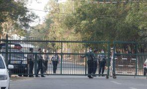 Centenas de deputados em detenção domiciliária em Myanmar