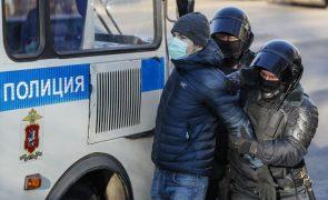 Navalny: Várias pessoas detidas junto a tribunal em Moscovo