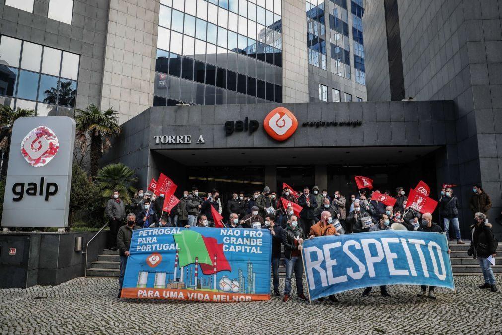 Dezenas de trabalhadores manifestam-se em Lisboa contra fecho da refinaria de Matosinhos